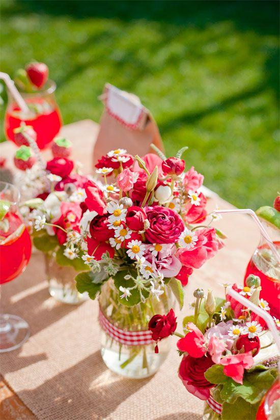 anniversaire fraise- bouquets floraux rouges et blancs
