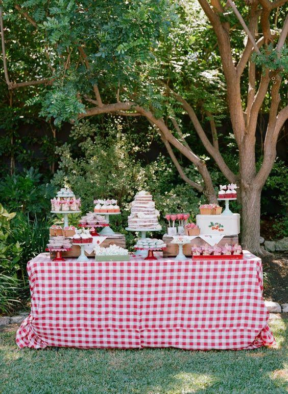 anniversaire fraise- sweet table
