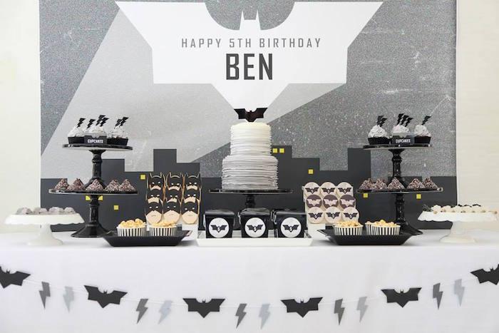 Anniversaire Batman en noir et blanc - Sweet table Batman