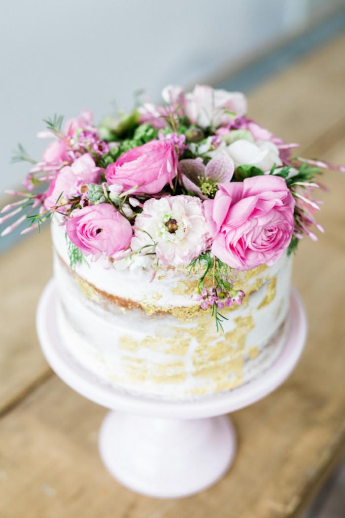 Baby Shower fille - Gâteau orné de fleurs