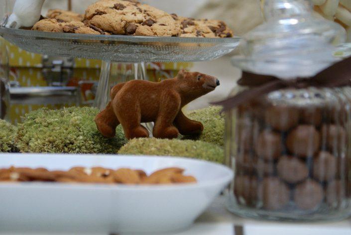 Mini sweet table automne - petit ours attends de manger un cookie