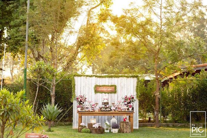 Dans les bois - Sweet table dressee dans le jardin