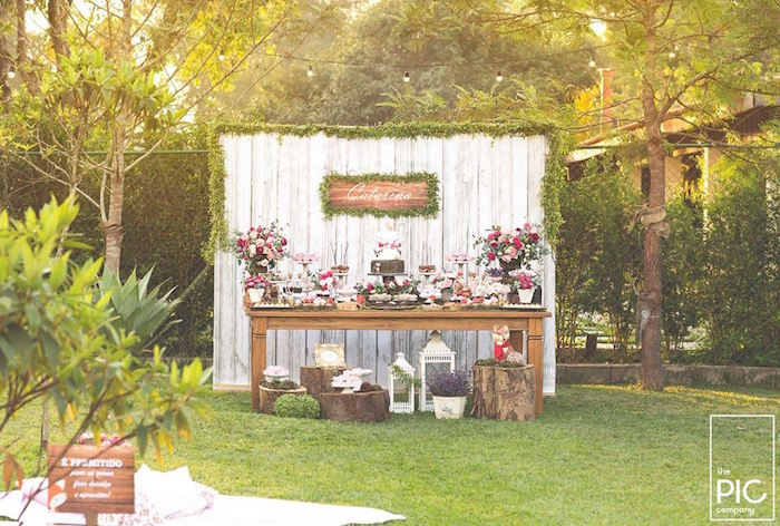 Dans les bois - Sweet table dressée dans le jardin