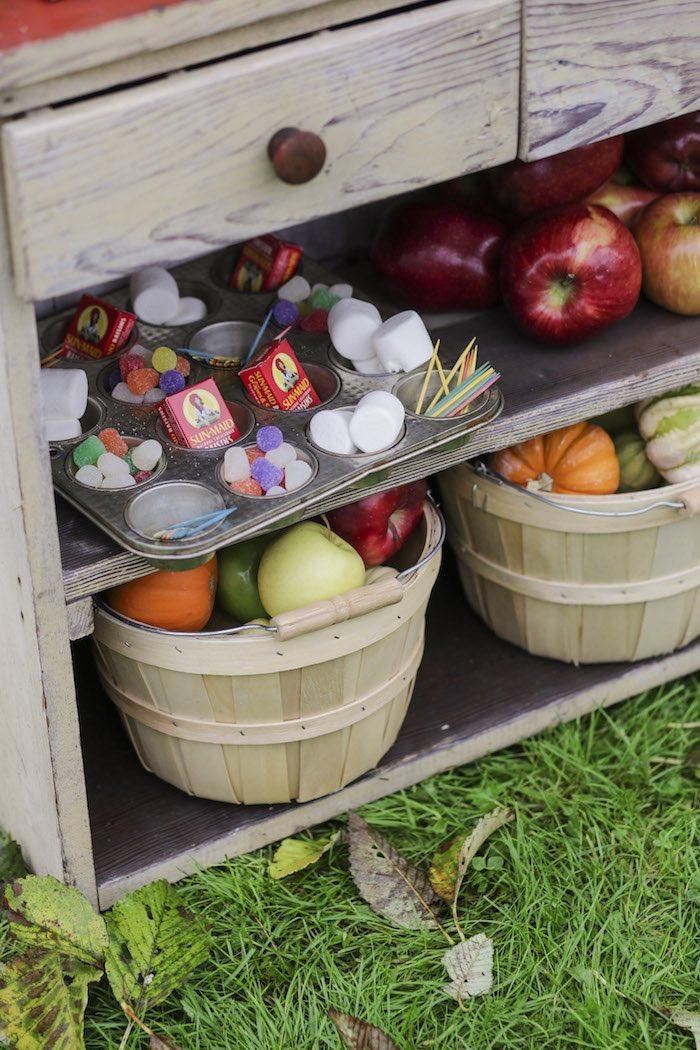 Goûter à la pomme - Fruits dans les paniers