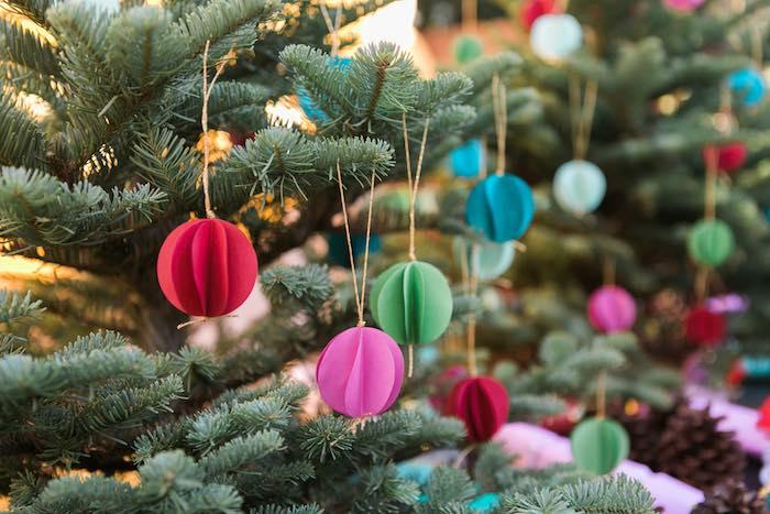 Atelier de Noël par Studio Candy - Boules en papier