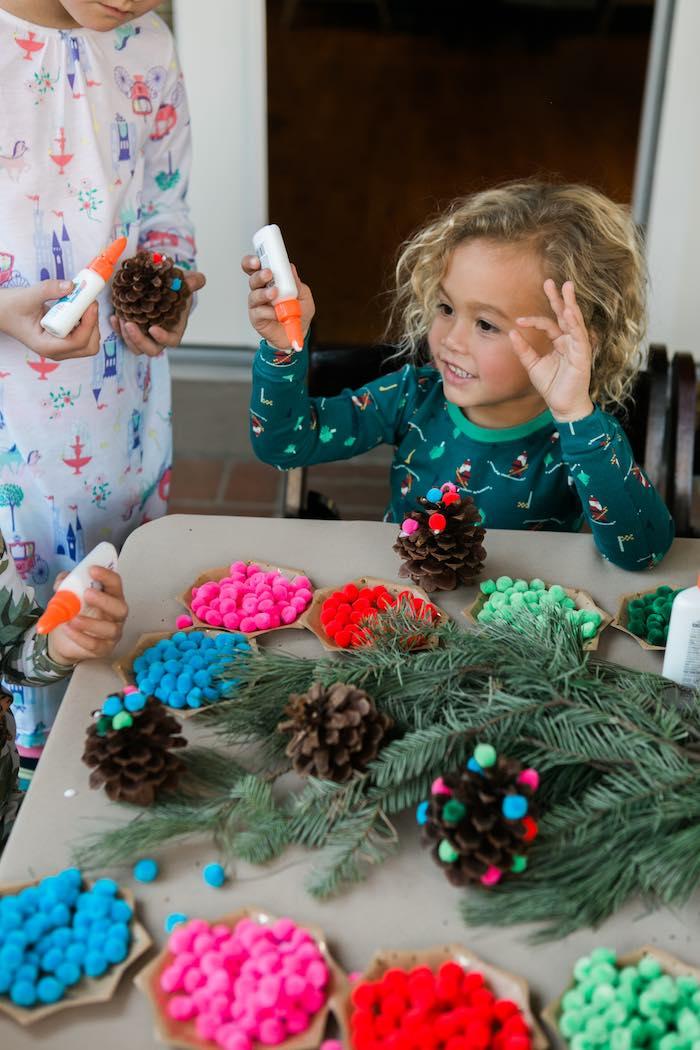 Atelier de Noël par Studio Candy - Atelier pomme de pin