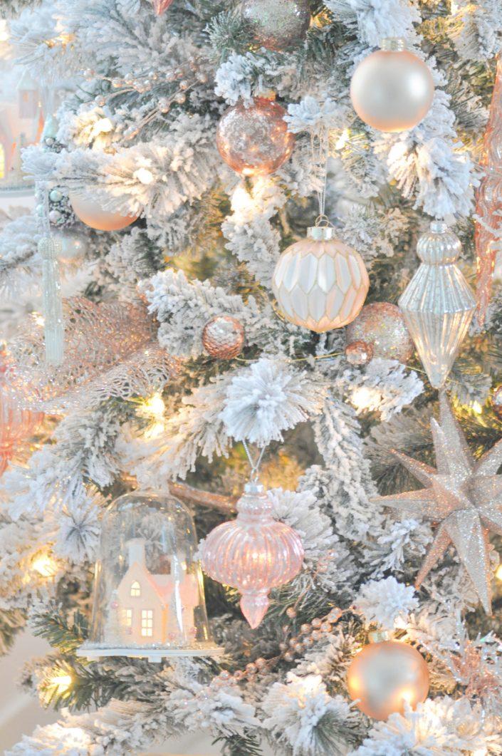Noël rose pastel - Sapin décoré