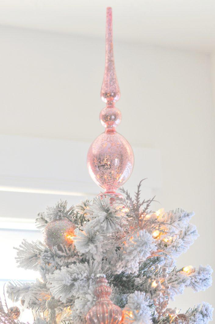 Noël rose pastel - La décoration du haut du sapin