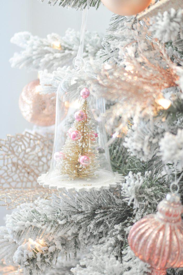 Noël rose pastel - Sapin dans une boule transparente