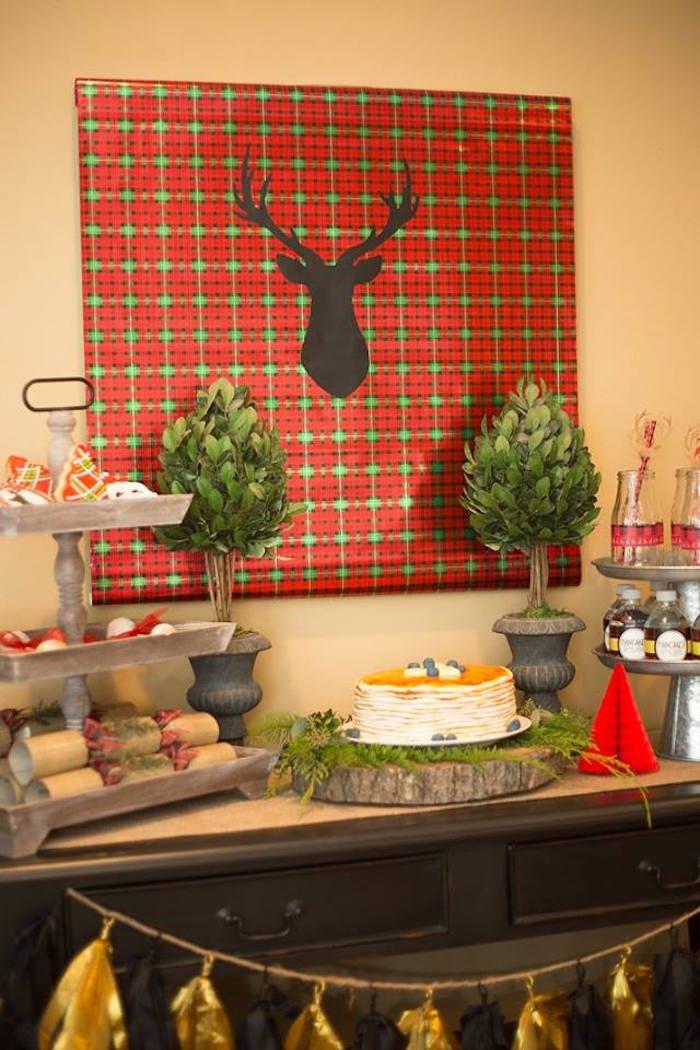 Table petit déjeuner avec décorations de Noël
