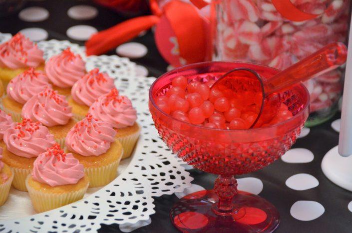 bonbons dragibus rouges, cupcakes rouges - Studio Candy