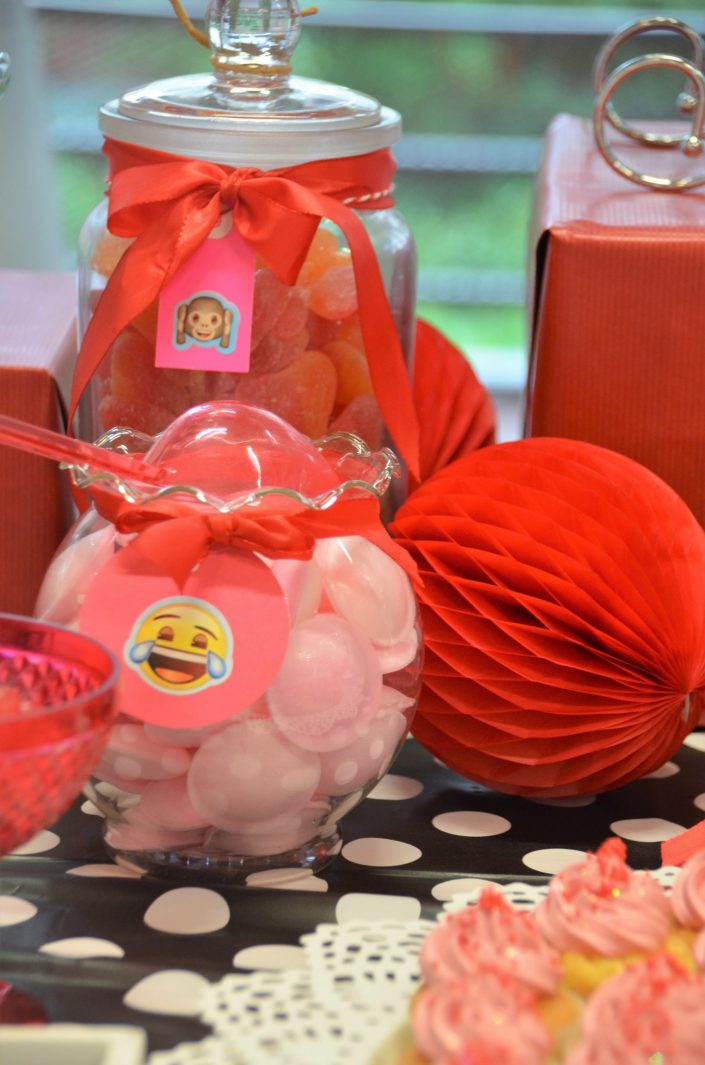 soucoupes roses et cupcakes rouges - Studio Candy