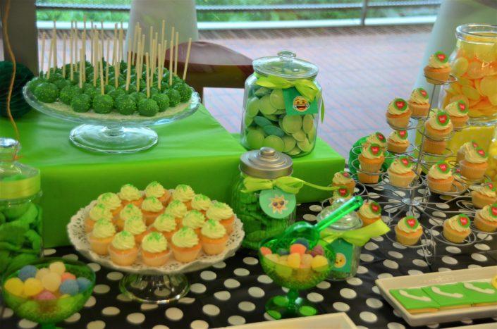 cupcakes avec logo bel, cake pops verts, bonbons verts, cupcakes verts - Studio Candy