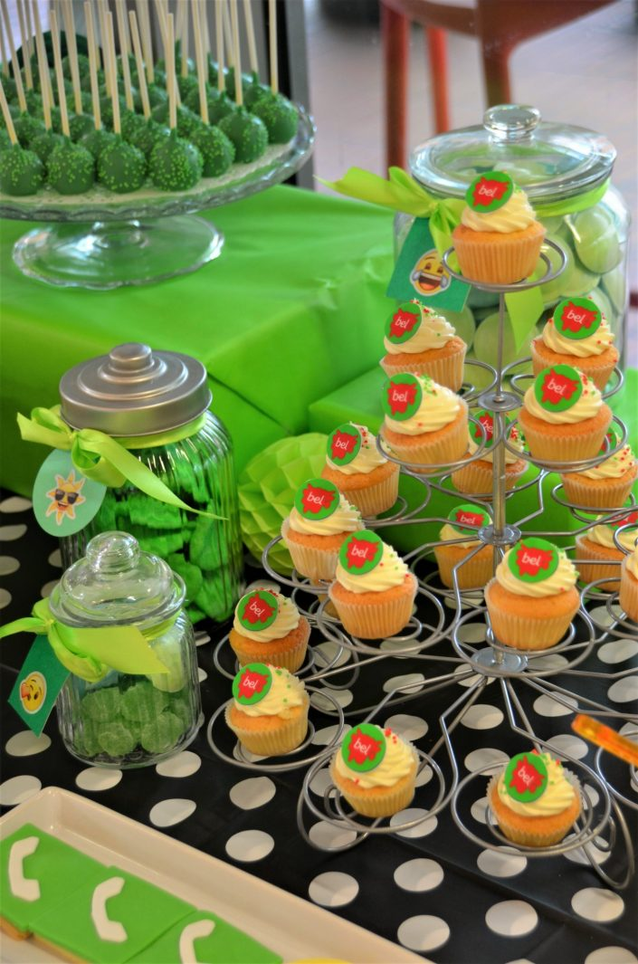 cupcakes avec logo bel, cake pops verts, bonbons verts - Studio Candy