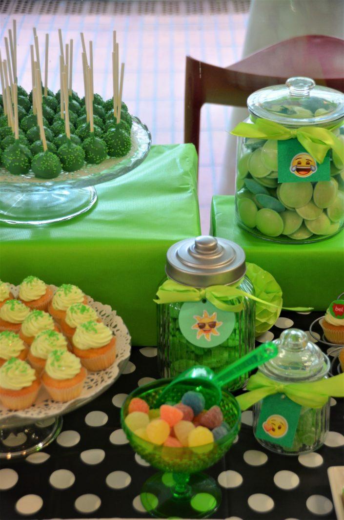 cake pops verts, cupcakes vert, bonbons soucoupes verts - Studio Candy