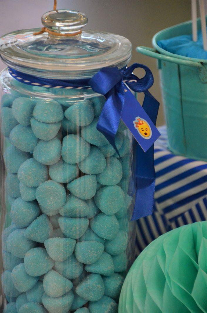 fraises tagada bleues dans une bonbonnière - Studio Candy