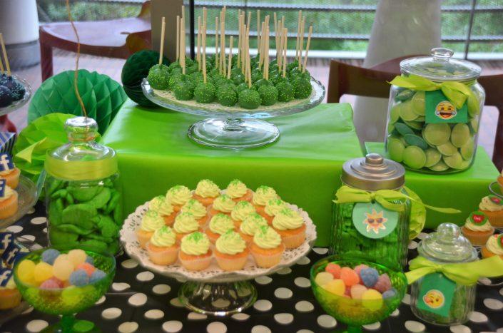 cake pops verts, cupcakes verts, bonbons vert et soucoupes - Studio Candy