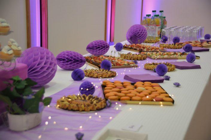 Sweet table violet, blanc et gris by Studio Candy - petits fours salés
