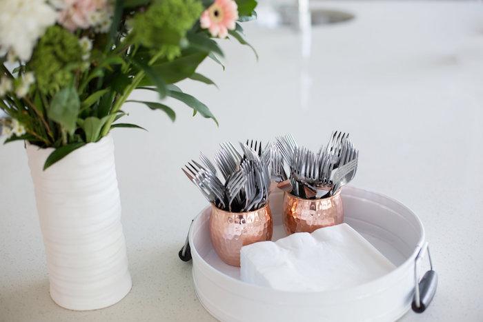 Brunch entre filles par Studio Candy - Couverts et joli bouquet