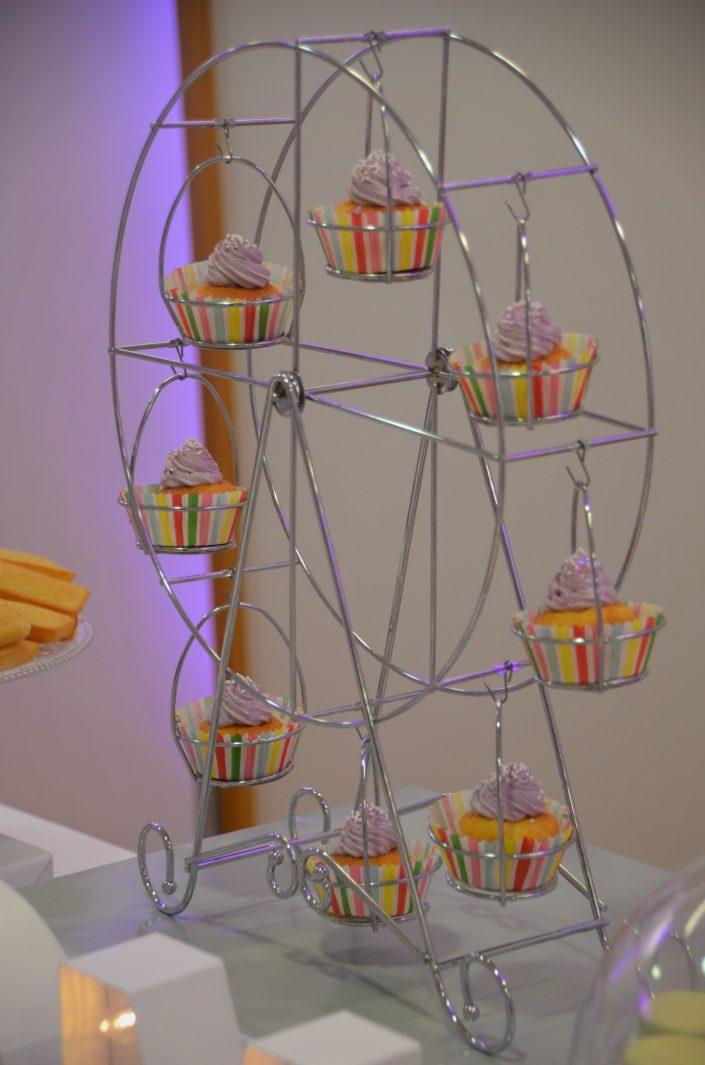Sweet table violet, blanc et gris by Studio Candy - roue à cupcakes violet