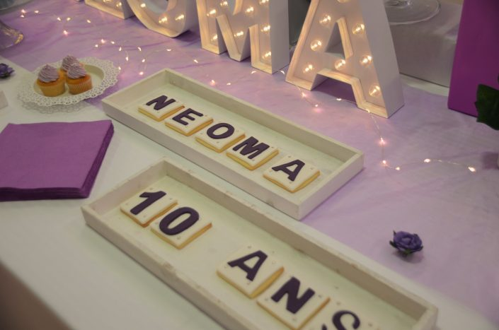 Sweet table violet, blanc et gris by Studio Candy - sablés décorés