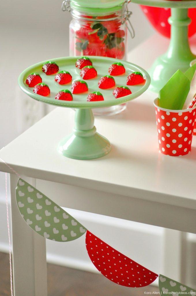 Saint valentin à la fraise - Studio Candy - présentoir à gâteaux avec bonbons à la fraise