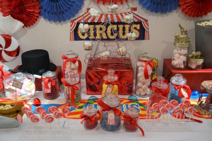 Candy Bar Circus / fête foraine pour Dulux Valentine - bonbonnières et roue à cupcakes