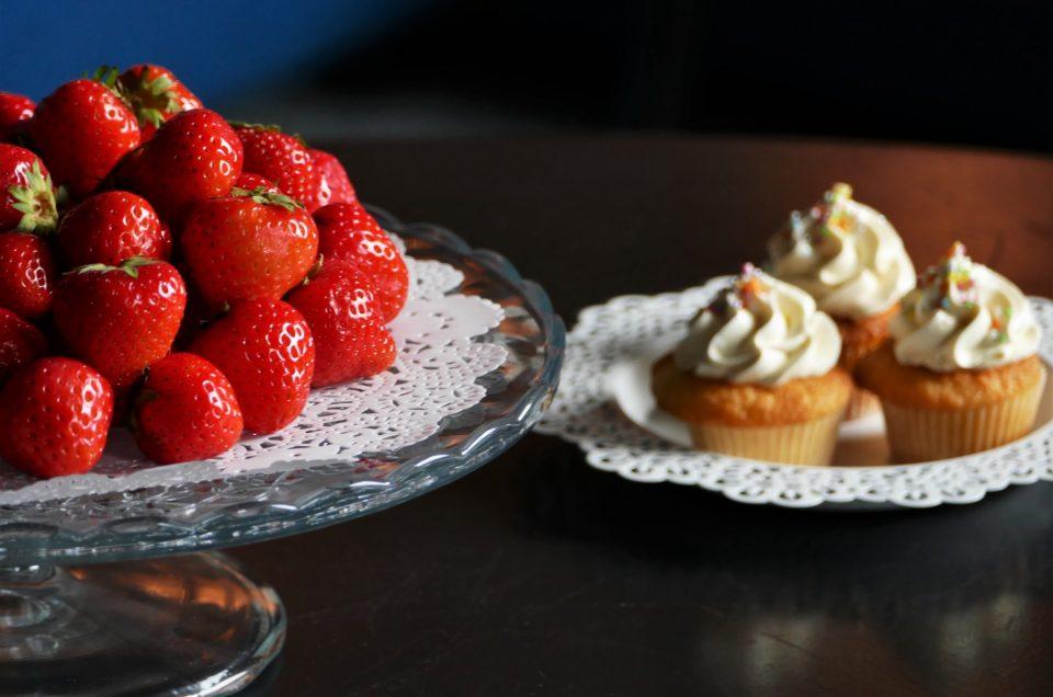 Pâtisseries et bonbons multicolores pour Dentsu