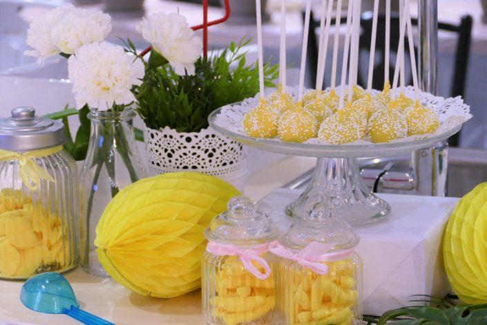able tropicale pour Adagio par Studio Candy - cake pops jaunes au chocolat