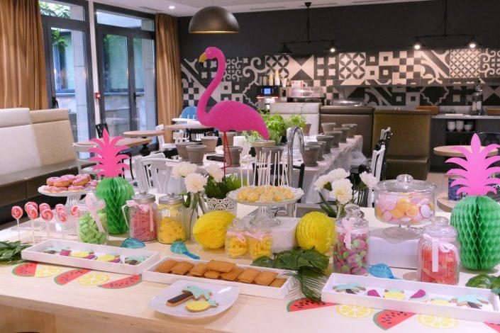 Table tropicale pour Adagio par Studio Candy