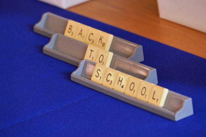 Sweet table back to school par Studio Candy pour Kering - lettres de scrabble