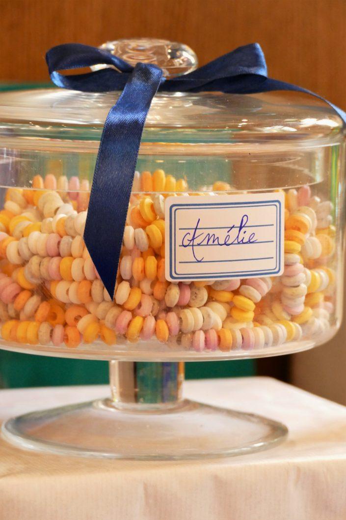 Sweet table back to school par Studio Candy pour Kering - colliers de bonbons