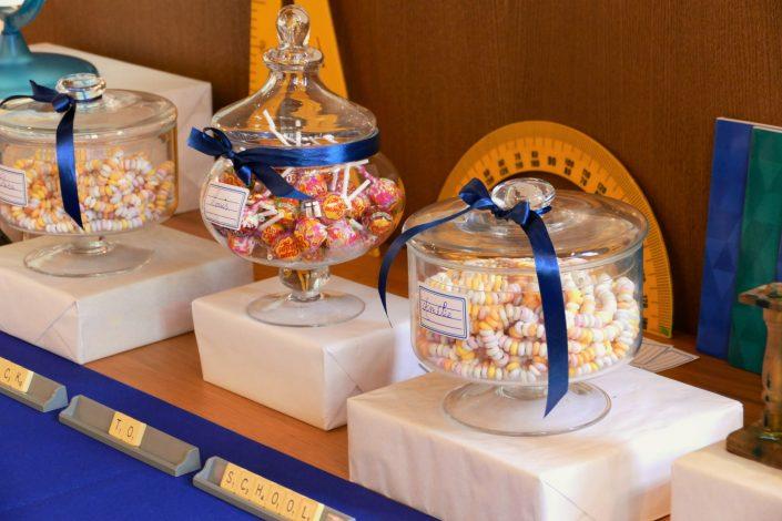 Sweet table back to school par Studio Candy pour Kering - bonbons, règles et rapporteur