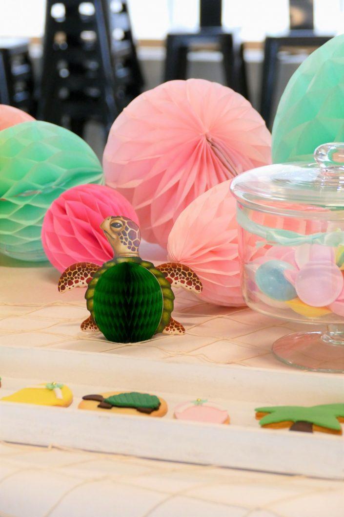 Bar à pâtisseries par Studio Candy pour L'Oréal - sablés décorés tortue, bonbons soucoupes