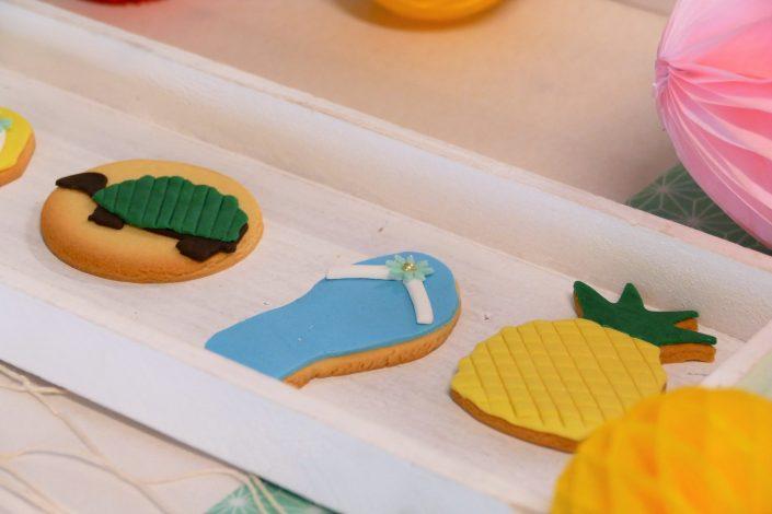 Bar à pâtisseries par Studio Candy pour L'Oréal - sablés décorés tortue, palmier, tongs