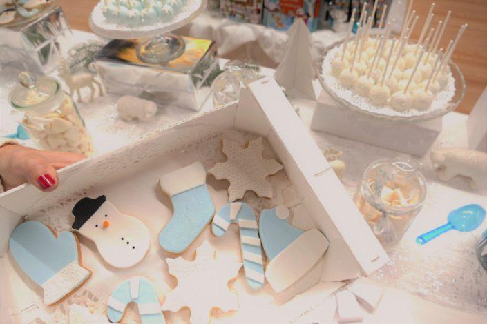 Bar à pâtisseries Noël pour Toys'R'Us à l'occasion de la soirée NRJ - pâtisseries, cake pops, cupcakes, bonbons, décoration par Studio Candy