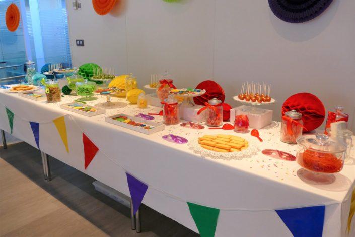 Candy Bar thème Carnaval pour le Familay Day d'Allianz par Studio Candy - Sablés décorés masque, arlequin, ballons, bonbons, cake pops, patisseries, gâteaux, décoration, confettis, lou