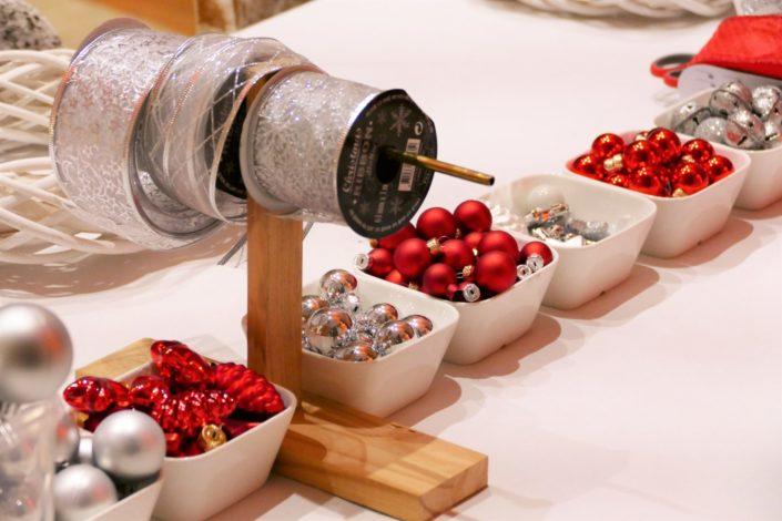 Atelier créatif DIY pour Coca Cola chez Au Féminin - fabrication d'une couronne de Noël