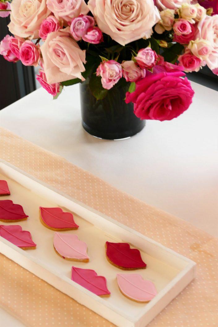 Sablés décorés bouches : pâtisseries - réalisé par Studio Candy pour Givenchy