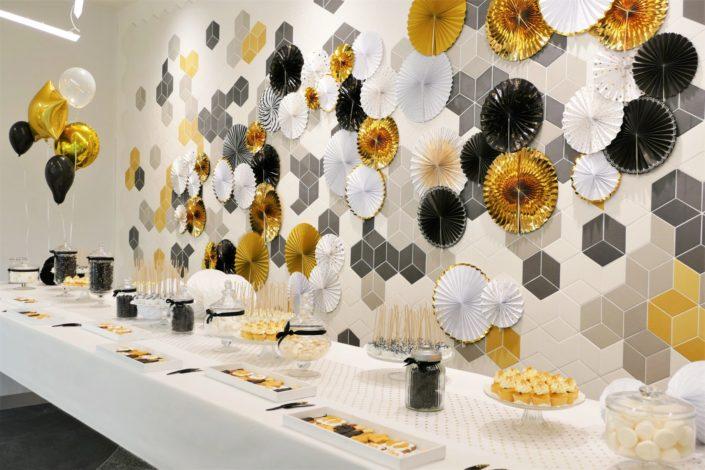 Goûter candy bar en or, noir et blanc pour L'Oréal et la remise des médailles des anciens - cake pops pailletés, rosaces gold, conffetis, cupcakes, sablés décorés palme et étoiles