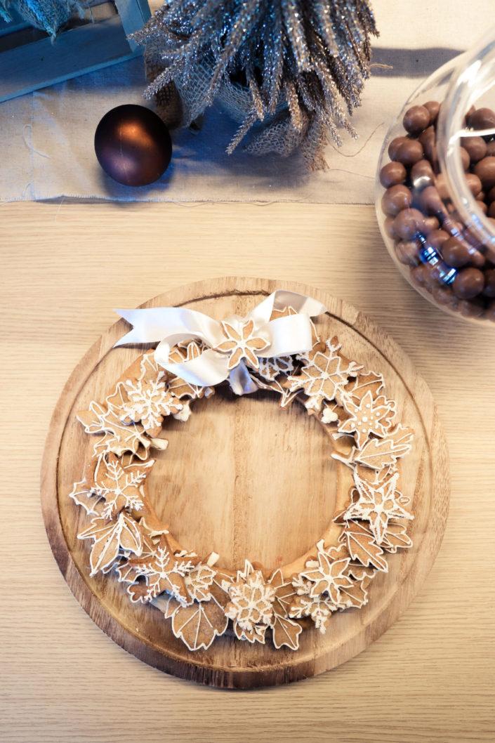 arbre de noel chez estee lauder - theme nature, chocolats, bonbons, chamallows, brownies, sablés décorés, petits sapins meringue, oreo enrobés - décoration pommes de pin, ours polaire, sapins en bois, boules de Noël