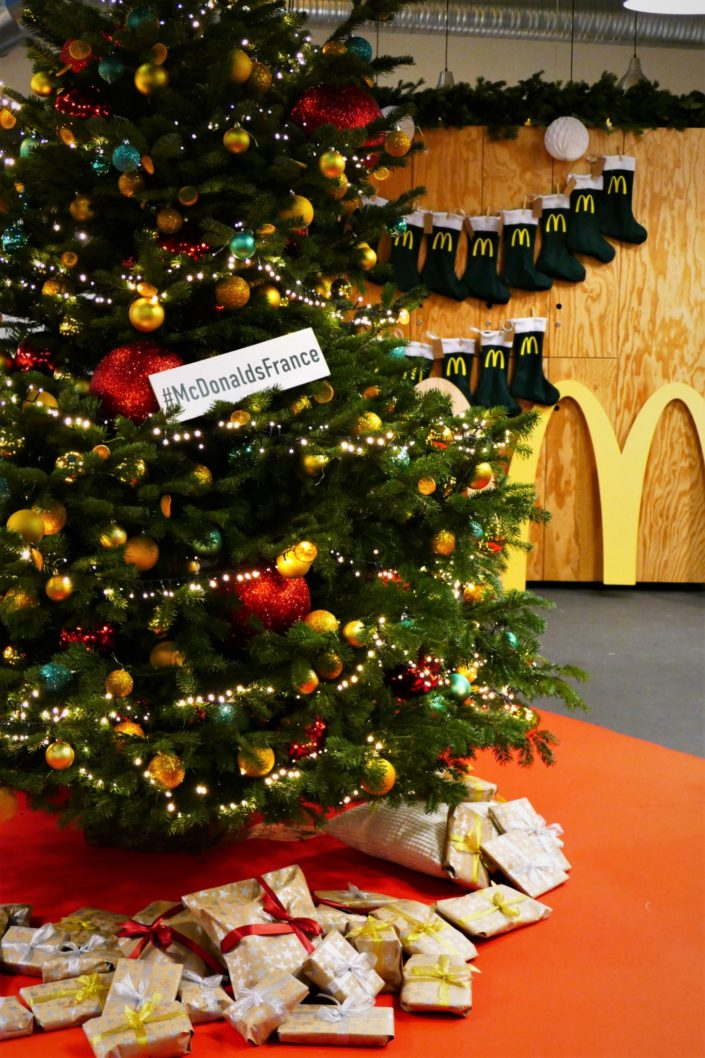 christmas party pour mac donalds france - sablés décorés burger, m, frites, décoration de noel, oursons guimauve, financiers amande, sapins meringue trempes dans le chocolat