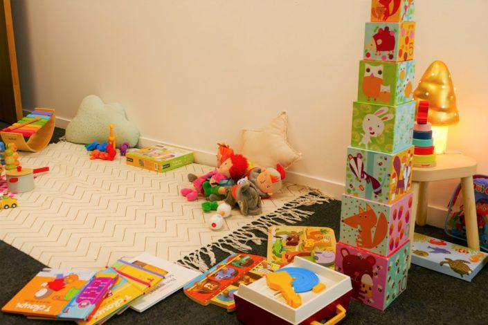 Family Day chez Idinvest par Studio Candy - salle bébé, jeux, puzzles, musique, cubes, pâte à modeler, livres, dinette