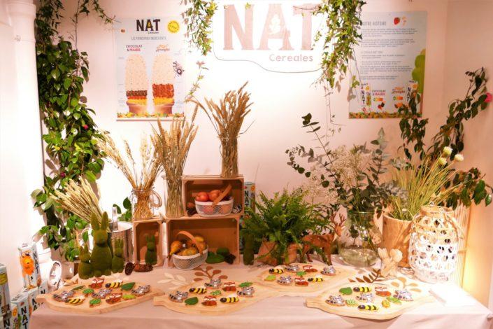 petit déjeuner nature pour la nouvelle gamme de céréales Nestlé Nat - sablés décorés raton laveur, renard, abeille, fruits frais, décoration fleurs séchées, avoine et blé