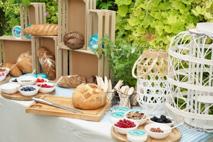 événement influenceurs pour le fromage de Margot - fruits secs, fruits frais, décoration et scénographie, marinière, lanternes, bar à pains