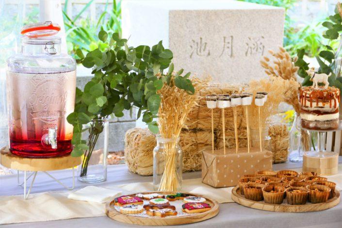 Goûter influenceurs pour Capri Care - sablés décorés, crêpes, fontaine de chocolat, muffins, brochettes de chamallows, fontaines à boissons, naked cake