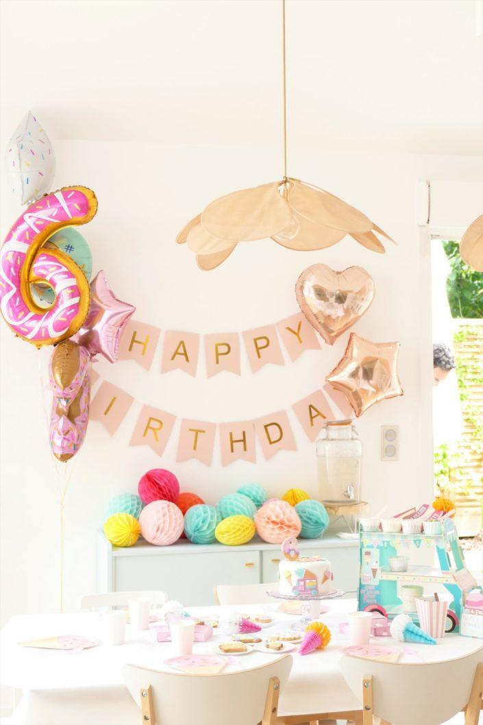 Goûter thème ice cream party - couleurs pastels, gâteau d'anniversaire, sablés décorés camion de glaces, esquimau, cornet de glaces, bonbons, toppings